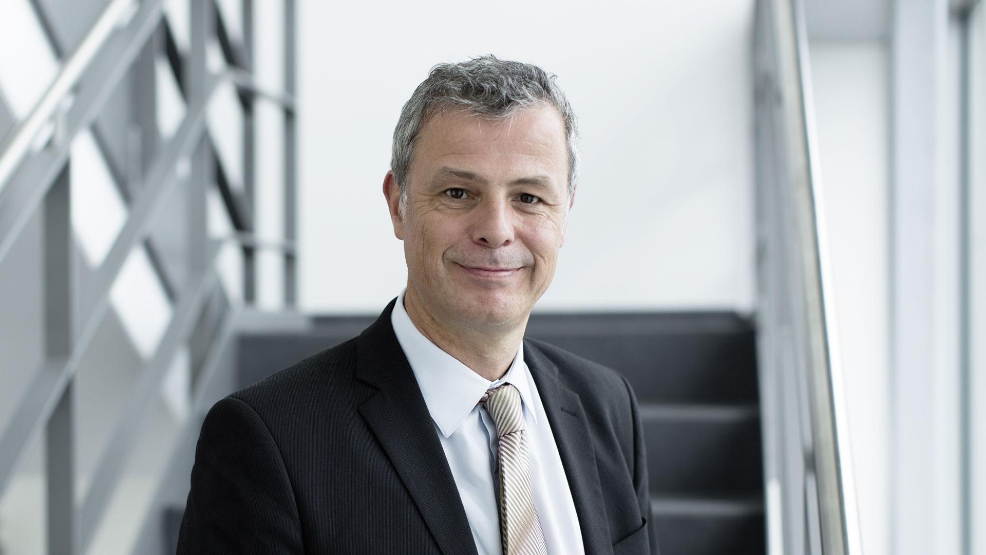 Social Media als Motor der Transformation – Dr. Thomas Theuringer über Chancen der Unternehmenskommunikation bei Qiagen und Learnings aus der Krise // ZZPodcast #17